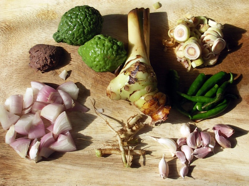 How to make thai green curry the hard way temple of thai food green curry ingredients forumfinder Image collections