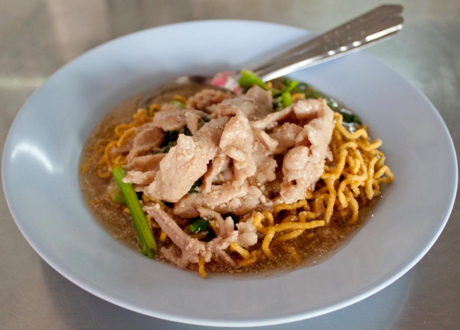 Mee Krob Rad Na - crispy noodles topped with pork 'Rad Na' sauce ...