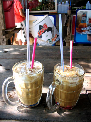 Thai Iced Coffee Recipe (Oliang/Oleang) » Temple of Thai