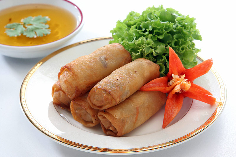 http://www.templeofthai.com/images/recipes/thai-egg-rolls-tupporn-sirichoo-istock-800x532.jpg